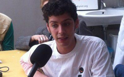 Entrevistamos en la radio al actor Eduardo Casanova